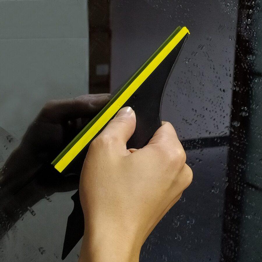 Gumijas skrāpis priekš logu un stikla mazgāšanai